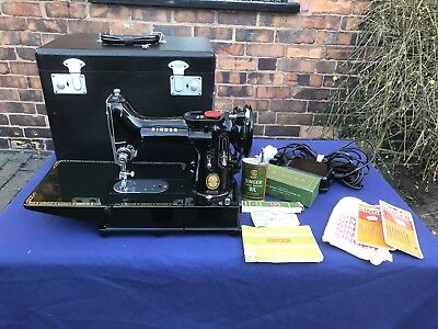 Singer 222K Featherweight Sewing Machine, Vintage 1955, Stunning, Many Extras