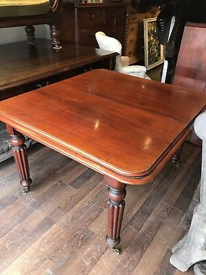 Victorian Mahogany Extending Dining Table. With 2 Extra Leaves.