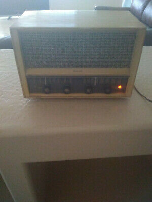 Vintage Radio Philco  from early 50s in good working condition.