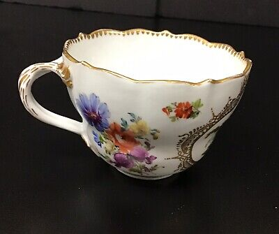Meissen Porcelain Gilt Hand Painted Teacup Cup With Couple And Flowers