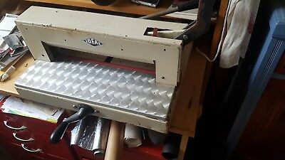 Ideal 3905 Manual Paper Guillotine.Used. In need of maintenance to blade etc.