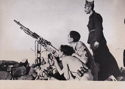 "SPANISH CIVIL WAR. ""Loyalists with Anti-Aircraft Gun"", 1936. Silver gel. 7x9in."