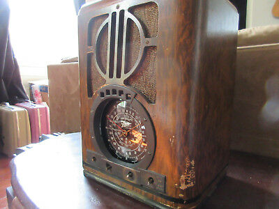 Antique 1938 Zenith Foreign Broadcast Vintage Vacuum Tube Radio, Model 6-S-330