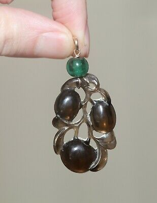 Antique Chinese carved agate pendant set in gold, Qing Dynasty, 19th Century.