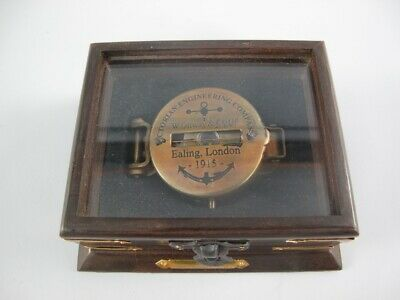 G1095: Direction and Compass WWI, Army Made of old Brass in the Wooden Box