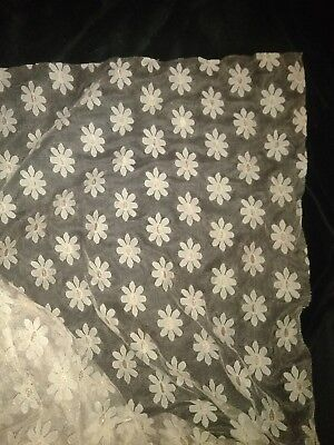 BEAUTIFUL   BEIGE LACE DAISY DESIGN 7yards
