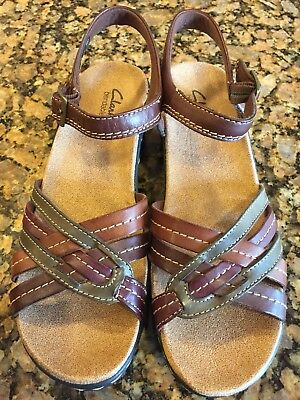 98cb06104182 New NWOB Clarks Lexi Elm 8 M Brown Green Wedge Ankle Strap Sandals Bendables