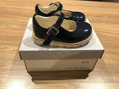 Clarks Shoes Size 4G