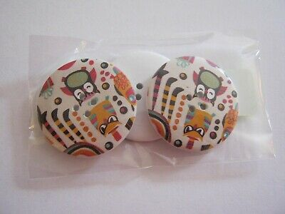 Pkt of 20 **NEW** variety of cols /& designs 25mm wide approx WOODEN Buttons