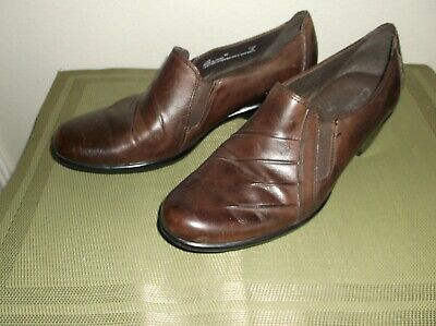418e3ed8d035a Clarks Bendable Womens casual Shoes 9M Brown Leather Medium Heel Slip On
