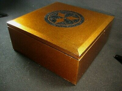 ANTIQUE MEIJI ERA (c.1880) JAPANESE WOODEN LACQUER LIDDED FOOD BOX FAMILY CREST