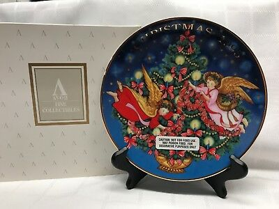 """Vintage 1995 Avon Christmas Collector's Plate """"Trimming The Tree"""" 22k Gold NIB"""