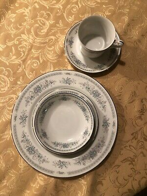 Fine China of Japan Christine Place Setting 5 Pieces Blue Flowers