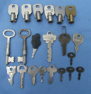 Lot of 21 vintage misc keys skeleton tiny padlock clock Master