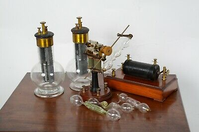 Early electric motor for rotating geissler tube in nice wooden box, Pericaud