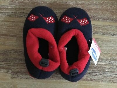 BOYS OR GIRLS SLIPPERS SIZE MEDIUM brand new