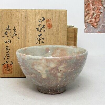 E464: Japanese tea bowl of HAGI pottery by Sanzaemon Kaneta with signed box.
