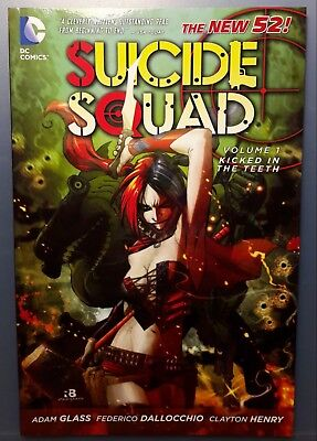 SUICIDE SQUAD - Volume 1 KICKED IN THE TEETH / GRAPHIC NOVEL