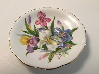 Beautiful Vintage Tea Saucer ROYAL STANDARD WINSOME BONE CHINA Made in England