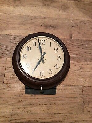 Vintage Old School Retro Railway Clock