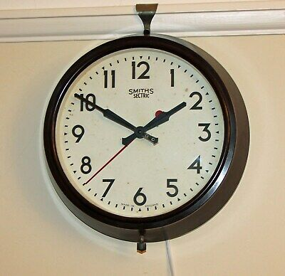 Smiths Sectric  Vintage Bakelite  Electric Wall Clock. Gwo