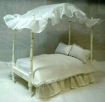 Tonner Tiny Kitty Bedtime Purr-Fect Canopy Bed Store Display