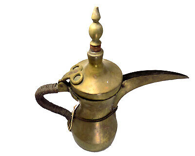 An Old Vintage Handmade Syrian Copper Antique Coffee/Tea Pot (Dallah) with Handl