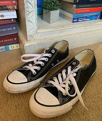 Womens Black Converse Size 7 / EUR 37.5 (worn once)