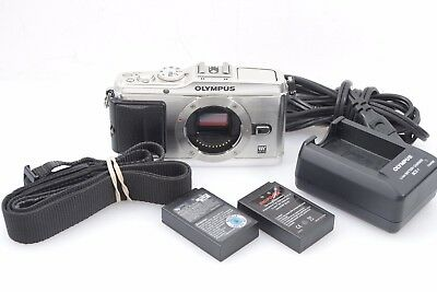 EXC++ OLYMPUS PEN E-P3 12.3MP DIGITAL CAMERA (SILVER) w/2 BATTS, CHARGER, STRAP
