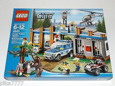Lego City Forest Police Station 4440 Policemen Bear Robbers