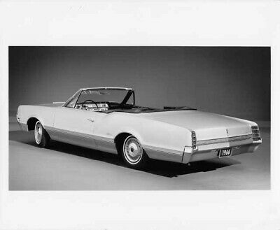 1964 Oldsmobile F-85 Cutlass Convertible Press Photo and Release 0079