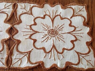 #13 c1910 Arts Crafts Mission Linen Embroider Table Centerpc Tudor Rose Oatmeal