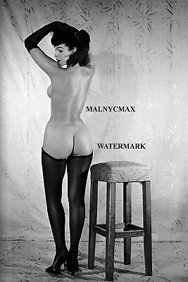 Bettie Page, black stocking, view from the back, 1954  (4 x 6 photo reprint)