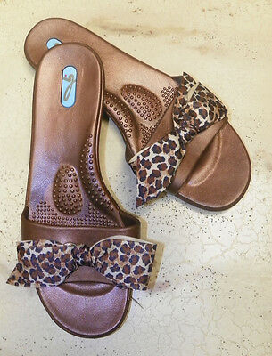 d5e9c4ad15f0 NEW OKA B Women BROWN w  LEOPARD BOW Slip On Flip Flop Sandals Size ...