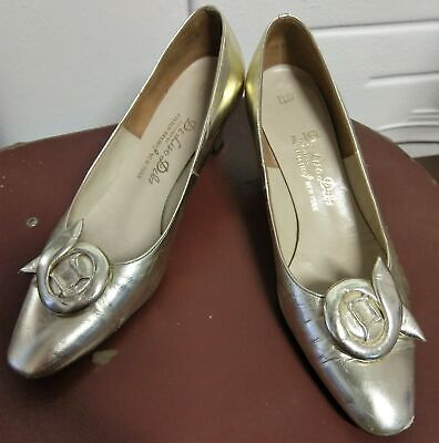 1950's Gold patent leather court shoes by 'De Liso Debs', size 7 1/2 B.