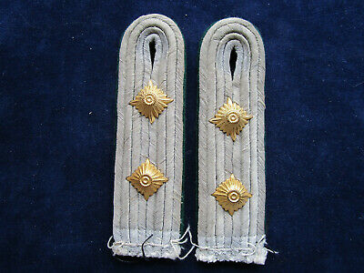 Schulterstücke HAUPTMANN goldgelb LW WH CAPTAIN shoulder boards on golden yellow Uniformen & Effekten