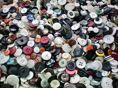 1KG Mixed Buttons Wholesale Assorted White Black Grey Red Blue Job Lot Buttons T
