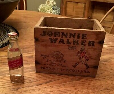 d7fa7ee33cc35 Vintage Johnnie Walker Red Label Whiskey Miniatures 1 10th Pint Bottle   Box