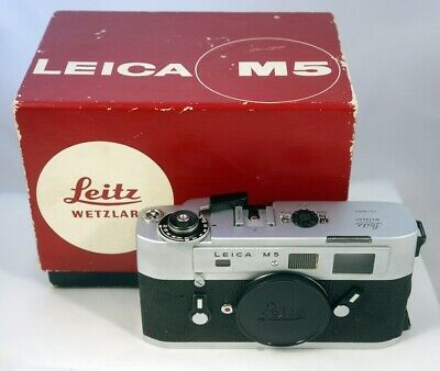 Leica M5 no.1355004, two lugs, chrome finish, NEAR MINT and boxed EXC+++
