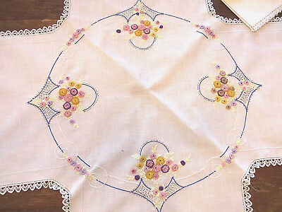 VINTAGE Tablecloth Topper Napkin Set Embroidery French Knot Flowers Crochet Hem