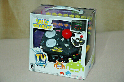 2013 Retro Video Game SPACE INVADERS Key Ring Game by 50Fifty