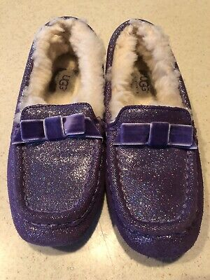 537cff06349 KIDS UGG SLIPPERS size 1