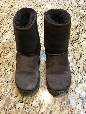 6c0d8848cb769 UGG BOOTS CLASSIC SHORT 5251 SUEDE SHEEPSKIN GIRLS KIDS YOUTH DARK BROWN  Size 3