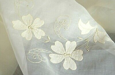 Vintage Madeira Hand Embroidered Organza Tablecloth Cream & White Uu512