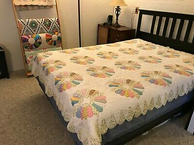Dresden Plate Vintage Antique Quilt with Ice cream cone border Beautiful!