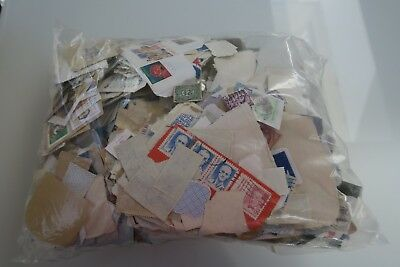 1kg Kiloware WORLD mainly on paper, unsorted (stamp collector donation)