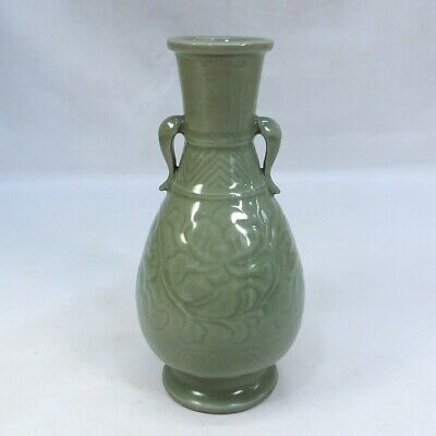 F037: Chinese flower vase of blue porcelain with appropriate glaze and pattern