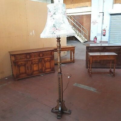 OLD CHARM FURNITURE OAK STANDARD LAMP LOUNGE/PARLOUR/HALL LAMP MODEL No 2320