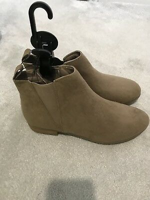 Ladies Faux Suede Beige Flat Ankle Boot Size 5 BNWOT