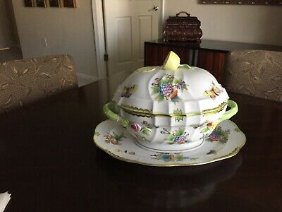 Herend Hungry Queen Victoria Porcelain Soup Tureen, Lemon Finial and plate.